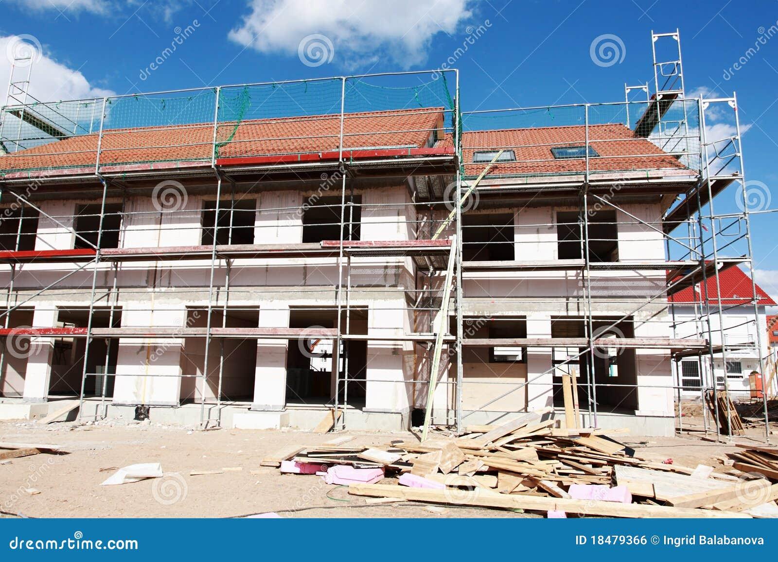 Nieuw huis in aanbouw stock foto afbeelding bestaande uit vernieuwing 18479366 - Foto huis in l ...