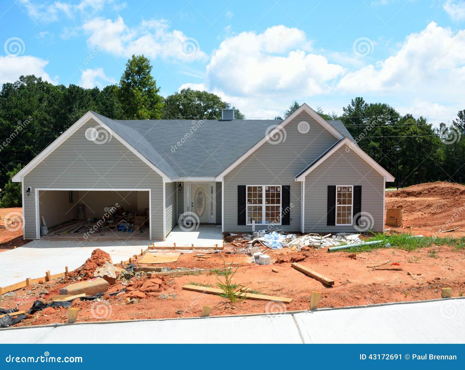 Een Nieuw Huis : Nieuw huis in aanbouw stock afbeelding. afbeelding bestaande uit