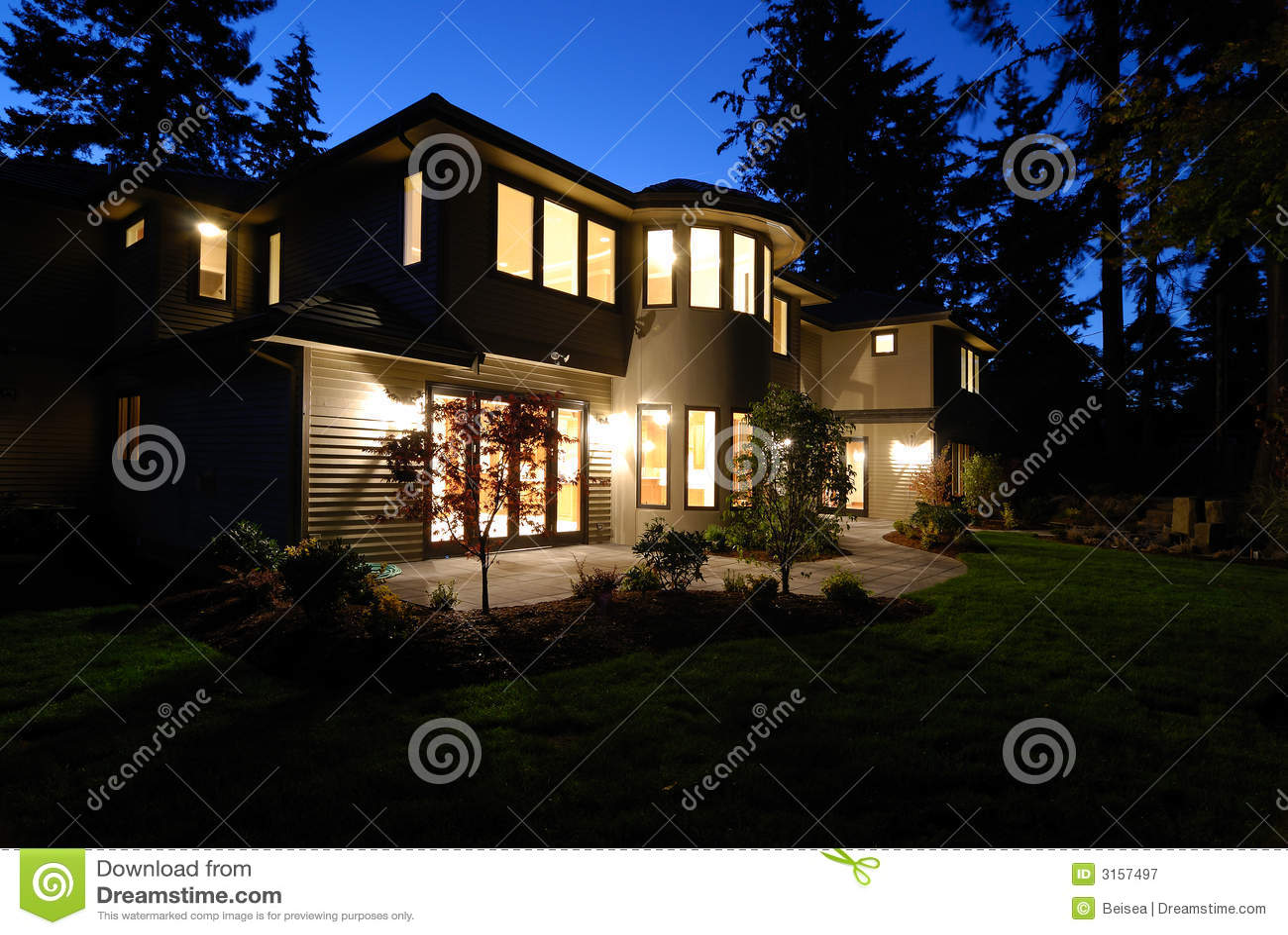 Nieuw Huis bij Nacht
