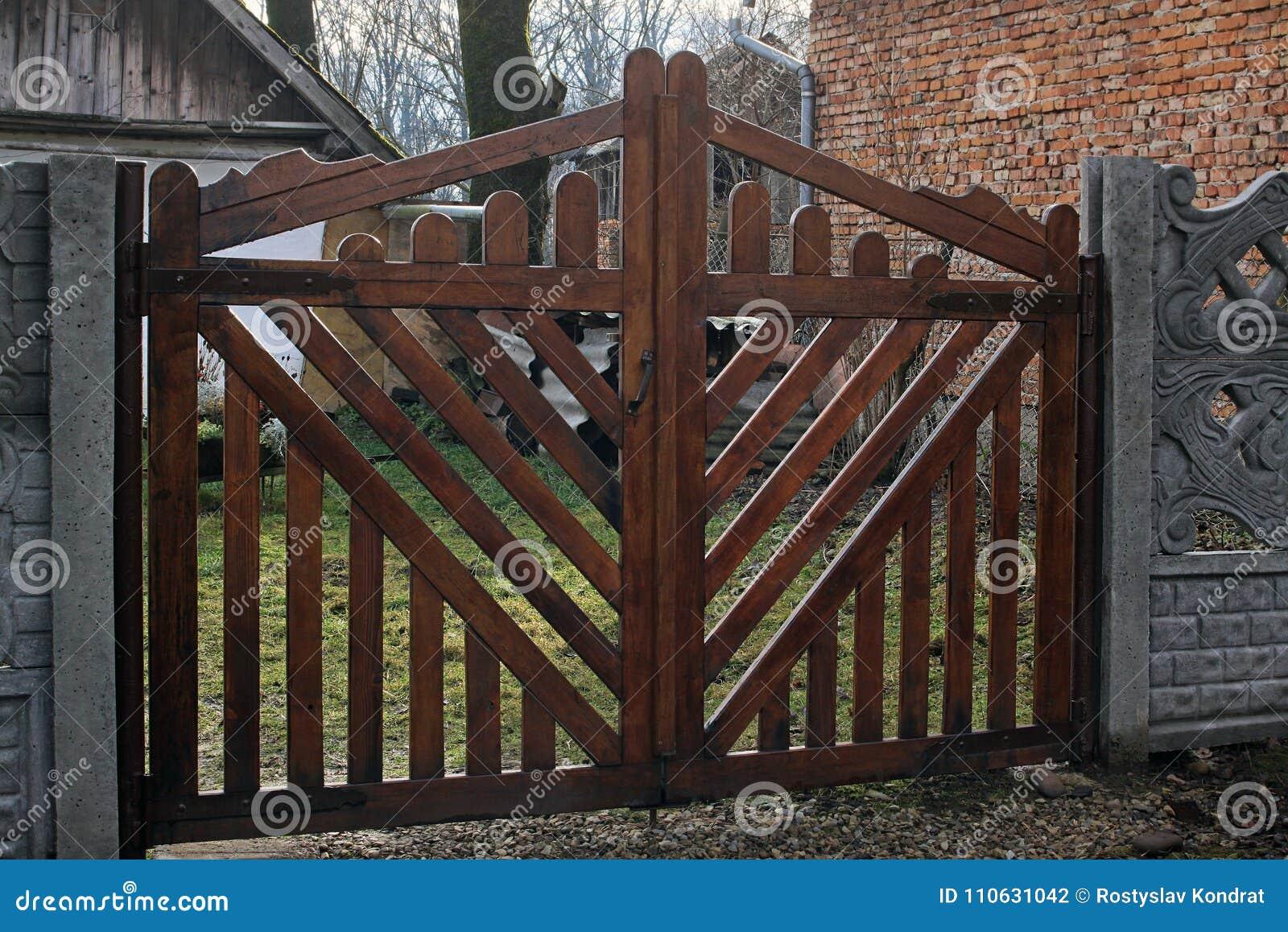 Nieuwe houten poorten