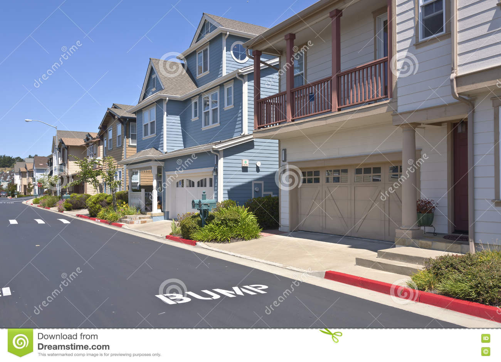 Nieuwe huizen in richmond california op een helling stock foto afbeelding 71889043 - Moderne huis op een helling ...