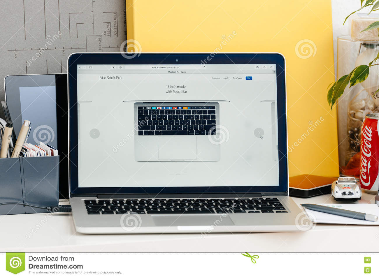 Nieuwe MacBook Pro-retina 13 duim van hierboven
