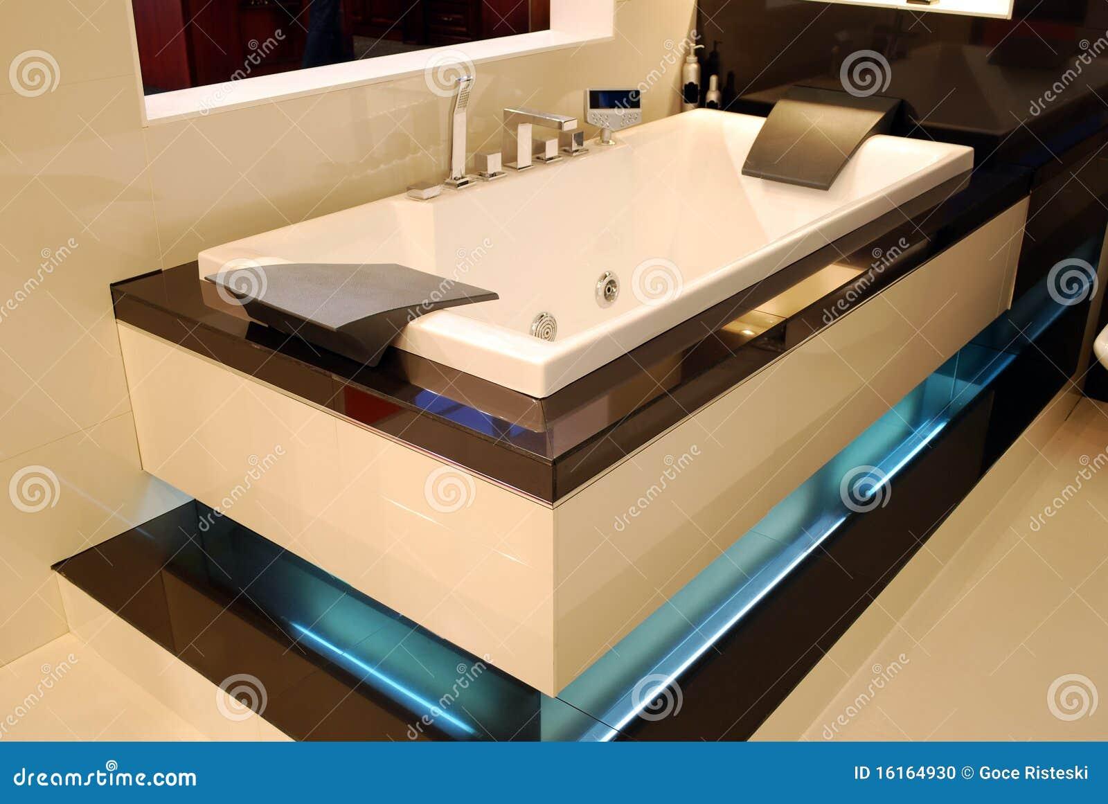 Nieuwe moderne badkamers stock foto afbeelding 16164930 for Moderne badkamers