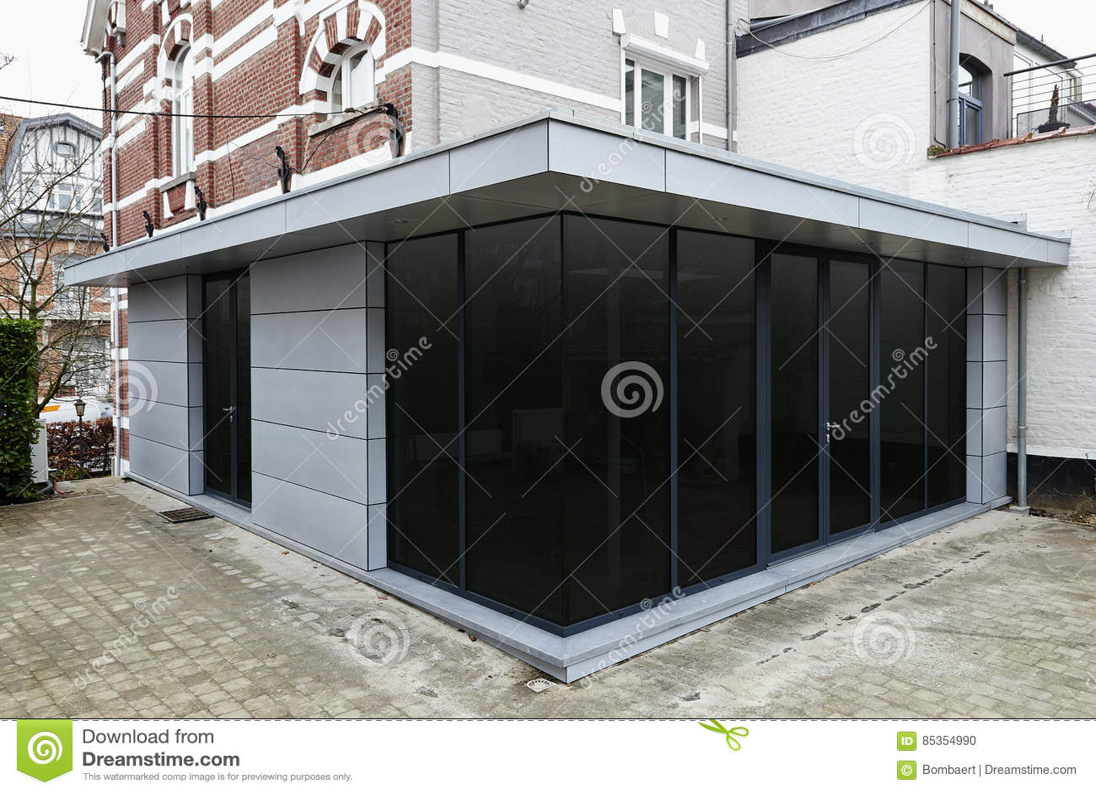 Uitbreiding Aan Huis : Nieuwe moderne uitbreiding van een huis stock foto afbeelding