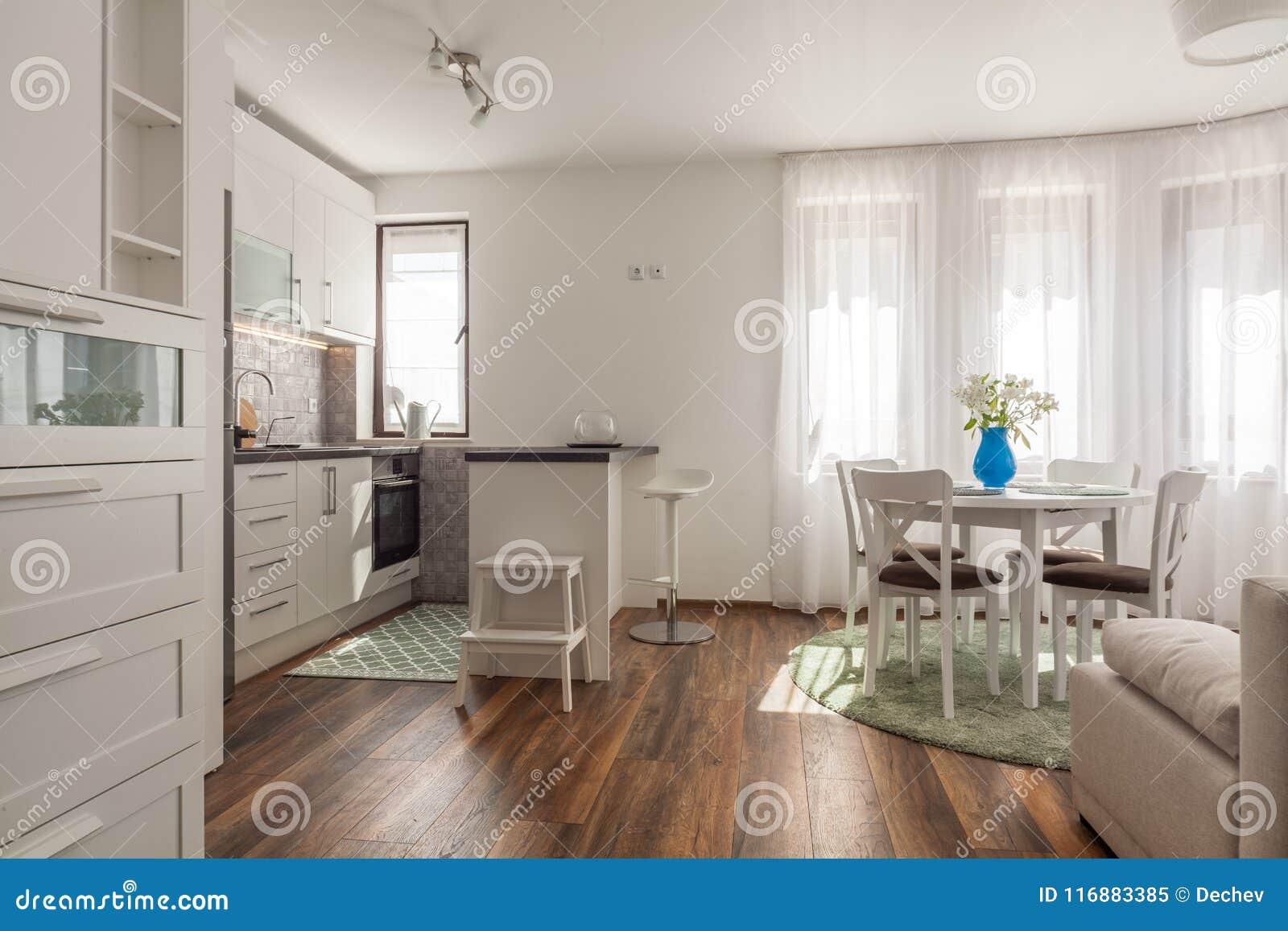 Moderne Houten Vloeren : Nieuwe moderne woonkamer met keuken nieuw huis binnenlandse