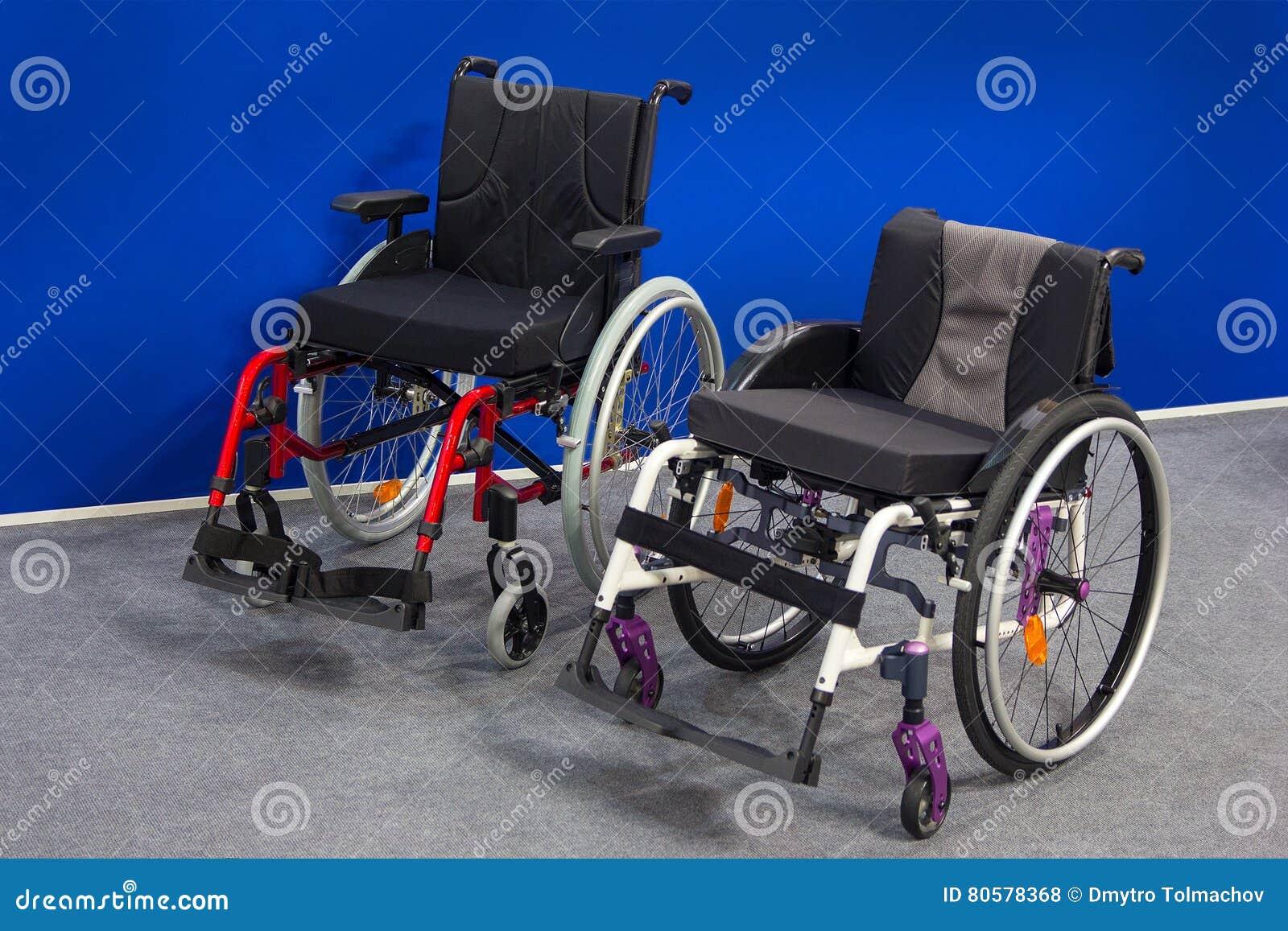 Nieuwe rolstoelen in de tentoonstellingszaal