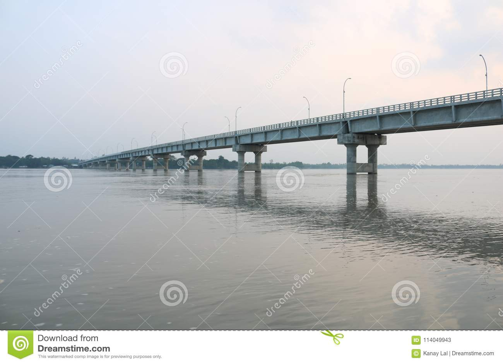 Nieuwe Tista Bridge Mohipur Ghat Rangpur op de Grootste Tista-rivier van Bangladesh