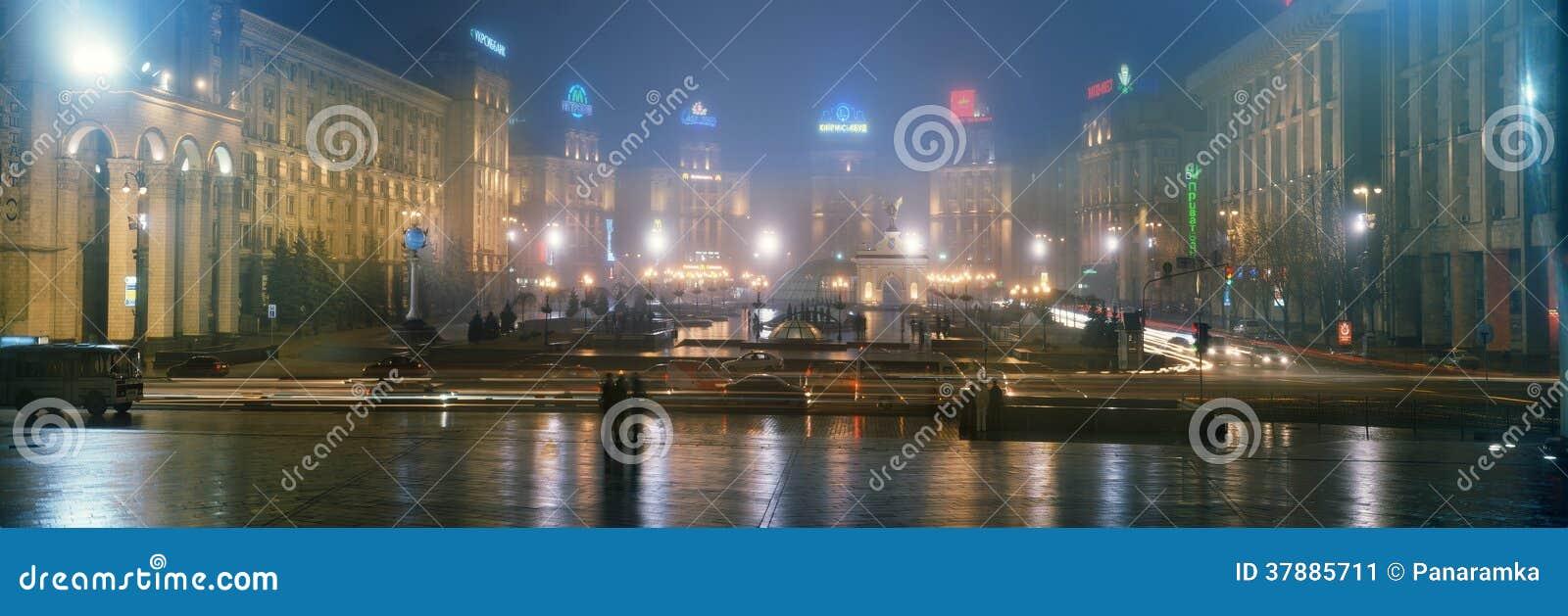 Nieuwjaar in de hoofdstad van de Oekraïne - mist, regen