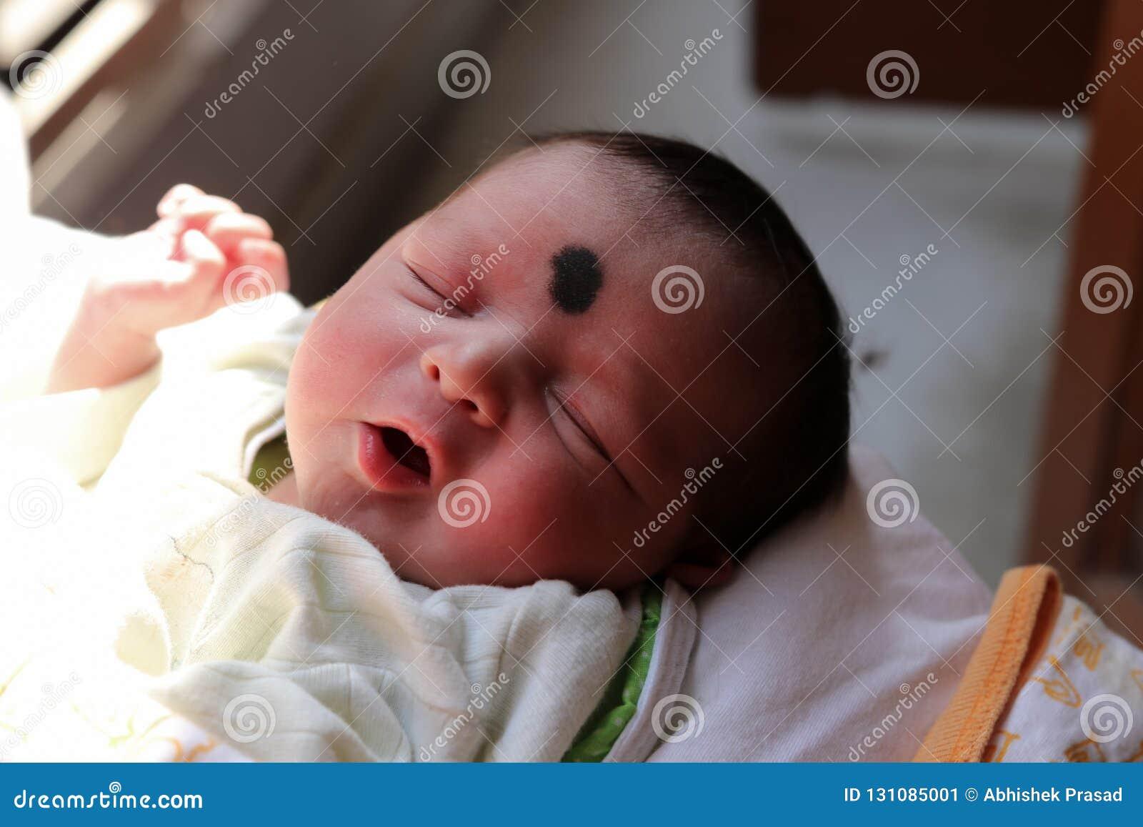 Niewinnie dziecięcy dziecko Nowonarodzony dziecko jest uroczy