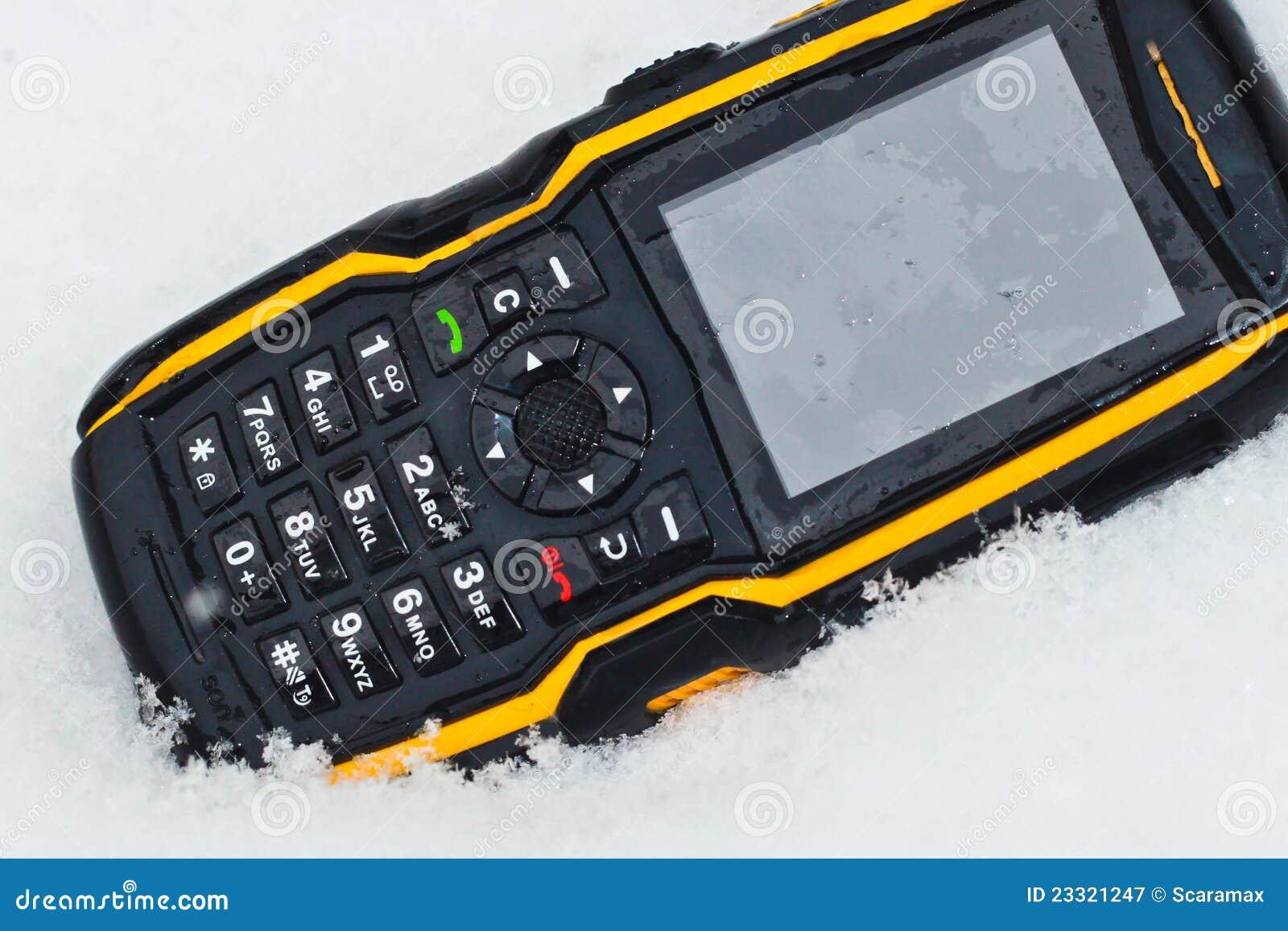 Niewygładzony telefon komórkowy śnieg