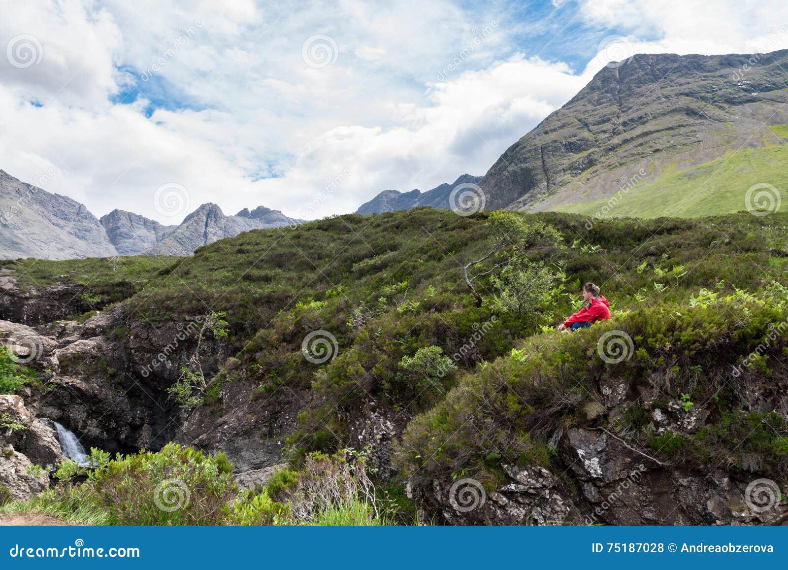 Niezatamowany, mężczyzna podziwia piękno natura