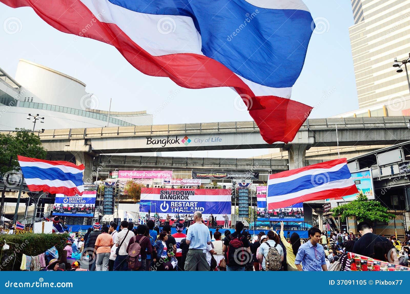 Download Niezidentyfikowani Protestujący Zbierają Patumwan Skrzyżowanie Anty Rząd I Pytają Reformować Przed Wybory Obraz Editorial - Obraz złożonej z grupa, widownia: 37091105