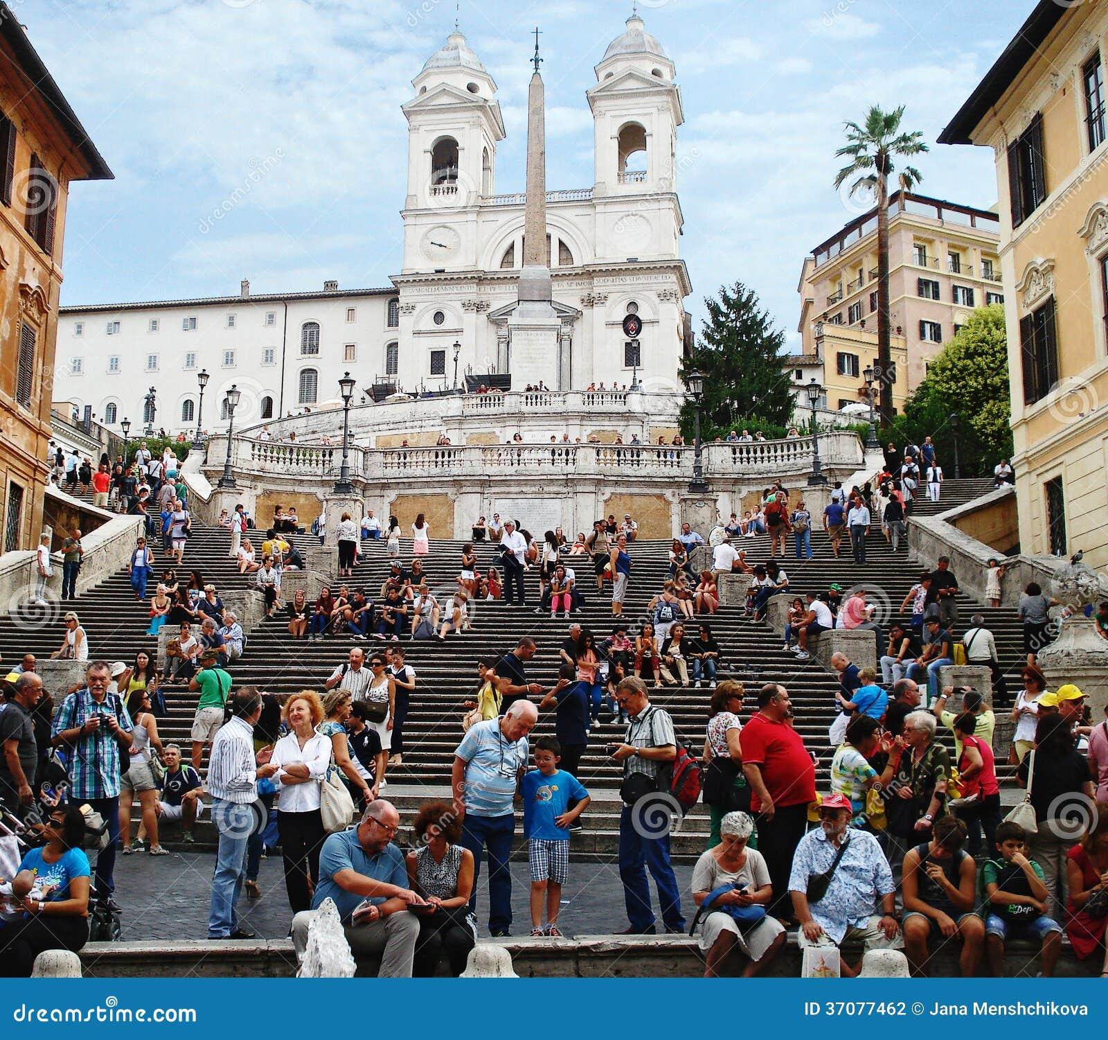 Download Niezidentyfikowani Turyści Blisko Hiszpańskiego Drabinowego RZYM, WRZEŚNIA - 2013 Fotografia Editorial - Obraz złożonej z tłumy, piękny: 37077462