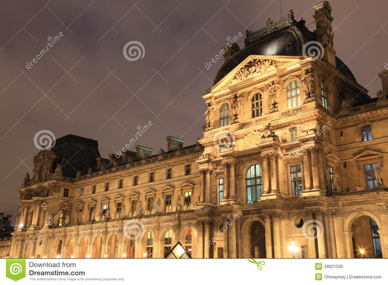 Night Scene Of French Palace Editorial Image - Image: 39021505