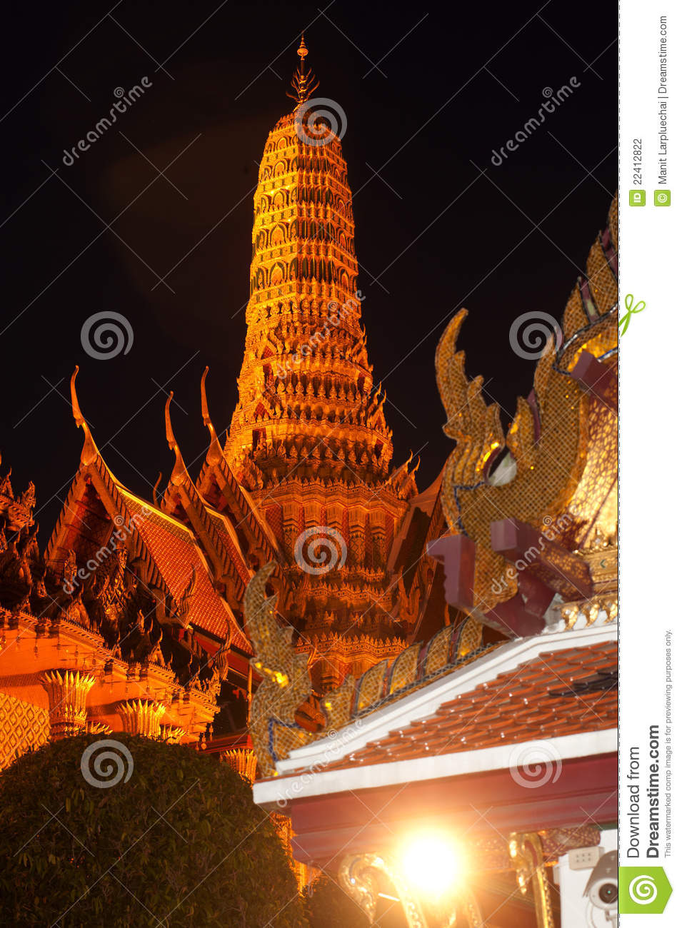 Night Scene Of Wat Phra Kaew Is The Temple . Stock ...