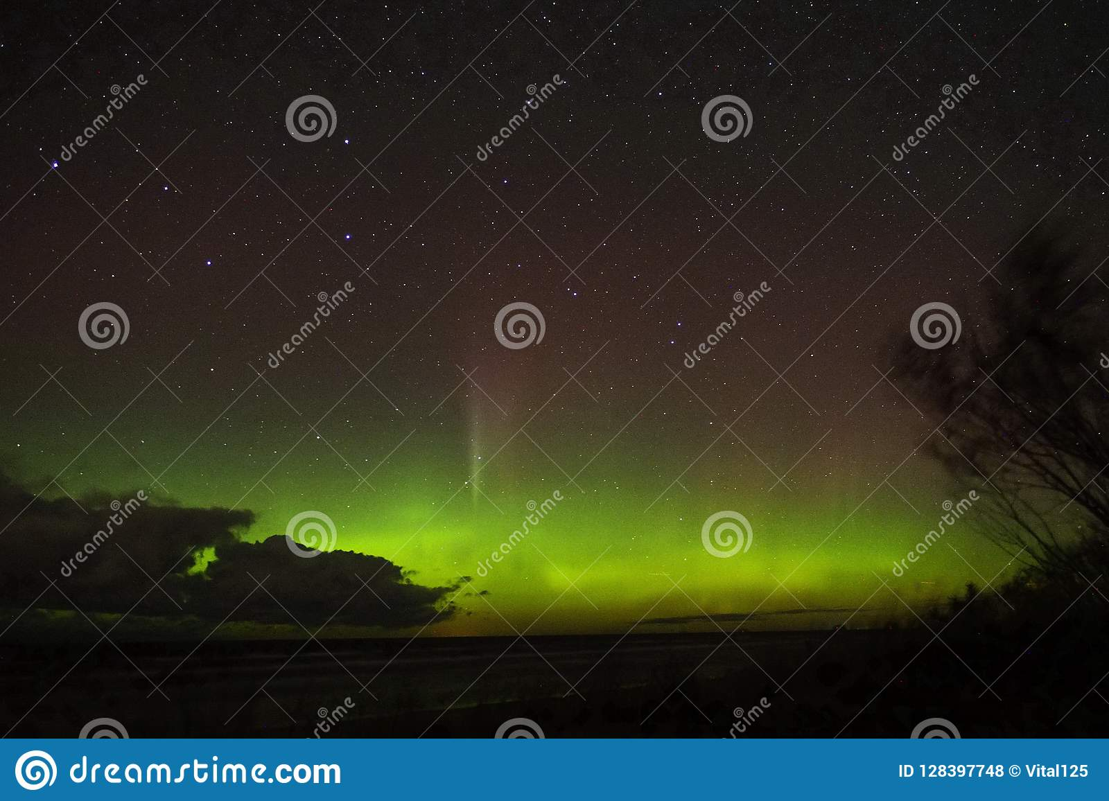 Night sky stars aurora northern polar lights big dipper constellation observing