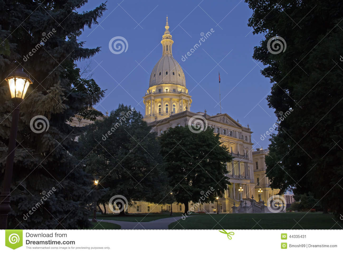 Night time picture of the Capital Building in Lansing Michigan