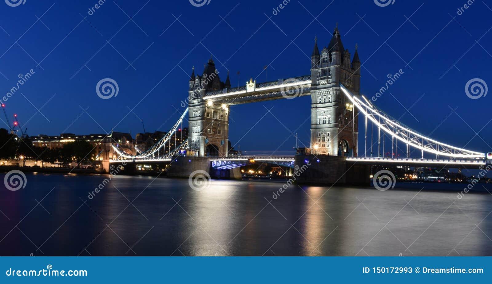 A night With Tower Bridge London