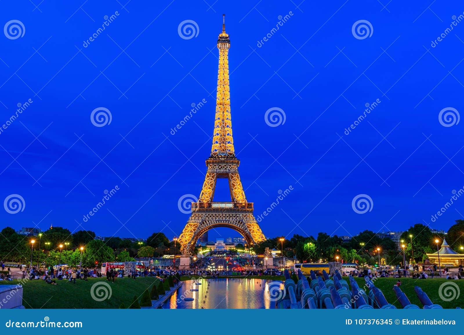 Night view of Eiffel Tower from fountain in Jardins du Trocadero in Paris, France