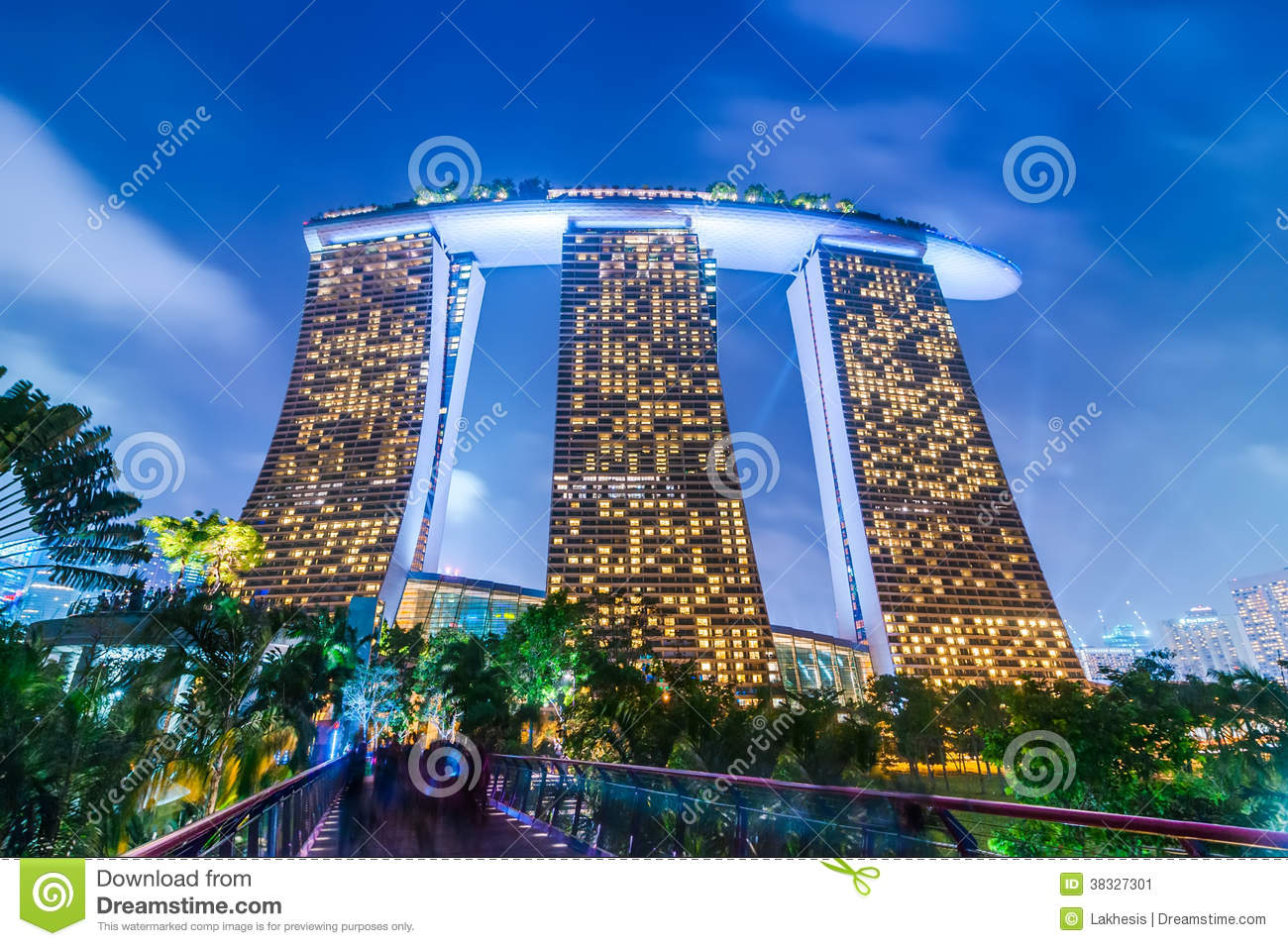Night view at marina bay sands resort hotel singapore for Most luxurious hotel in singapore