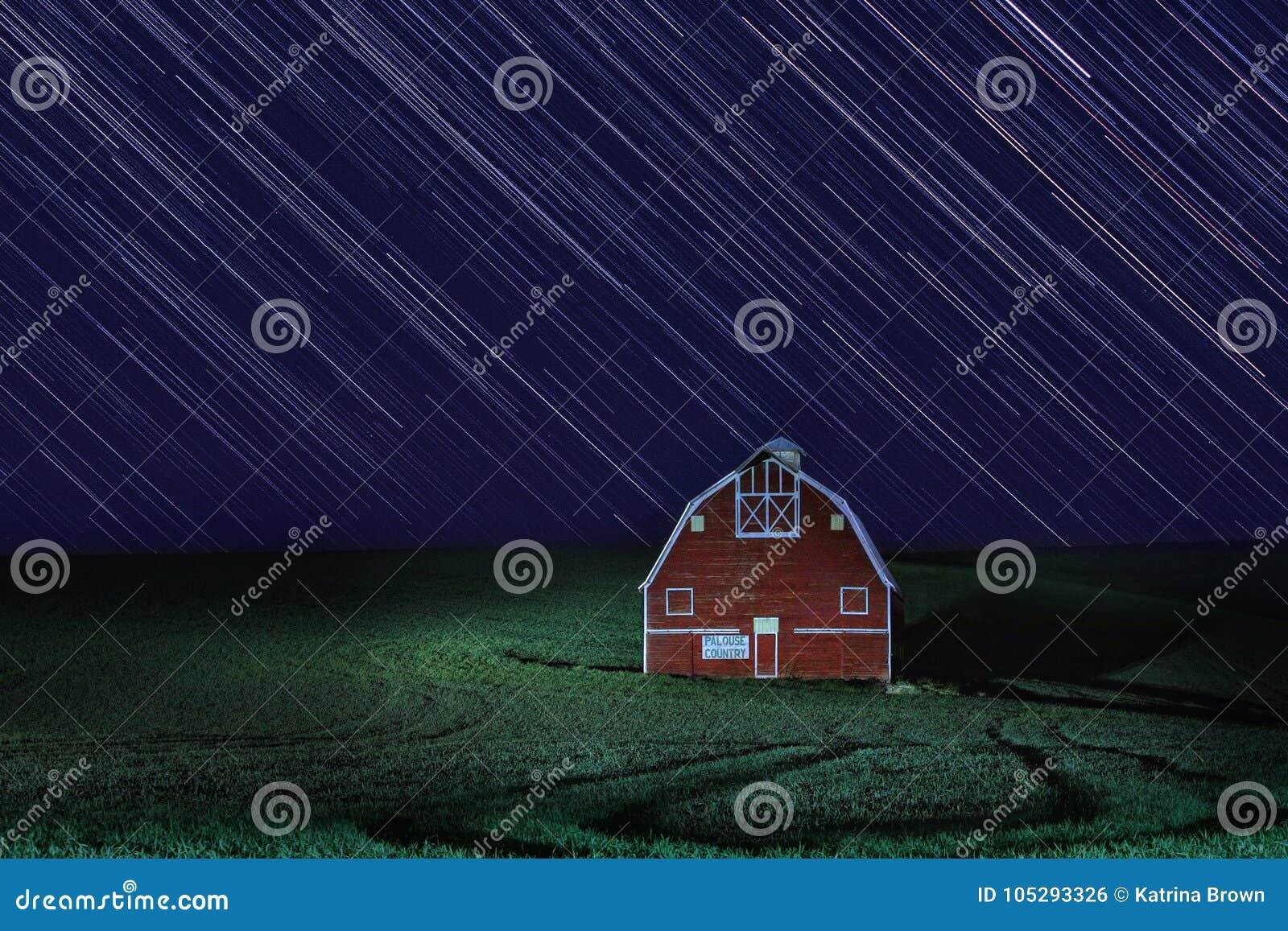 Nighttime следа звезды Lapsed выдержка в Palouse Вашингтоне