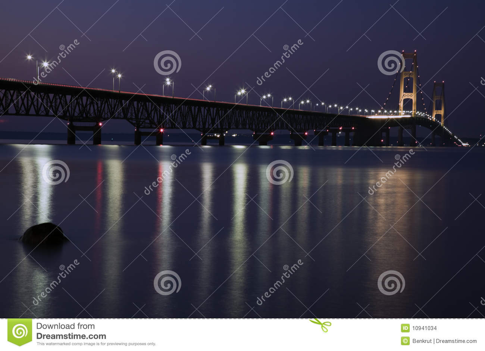 Nighttime mackinac моста