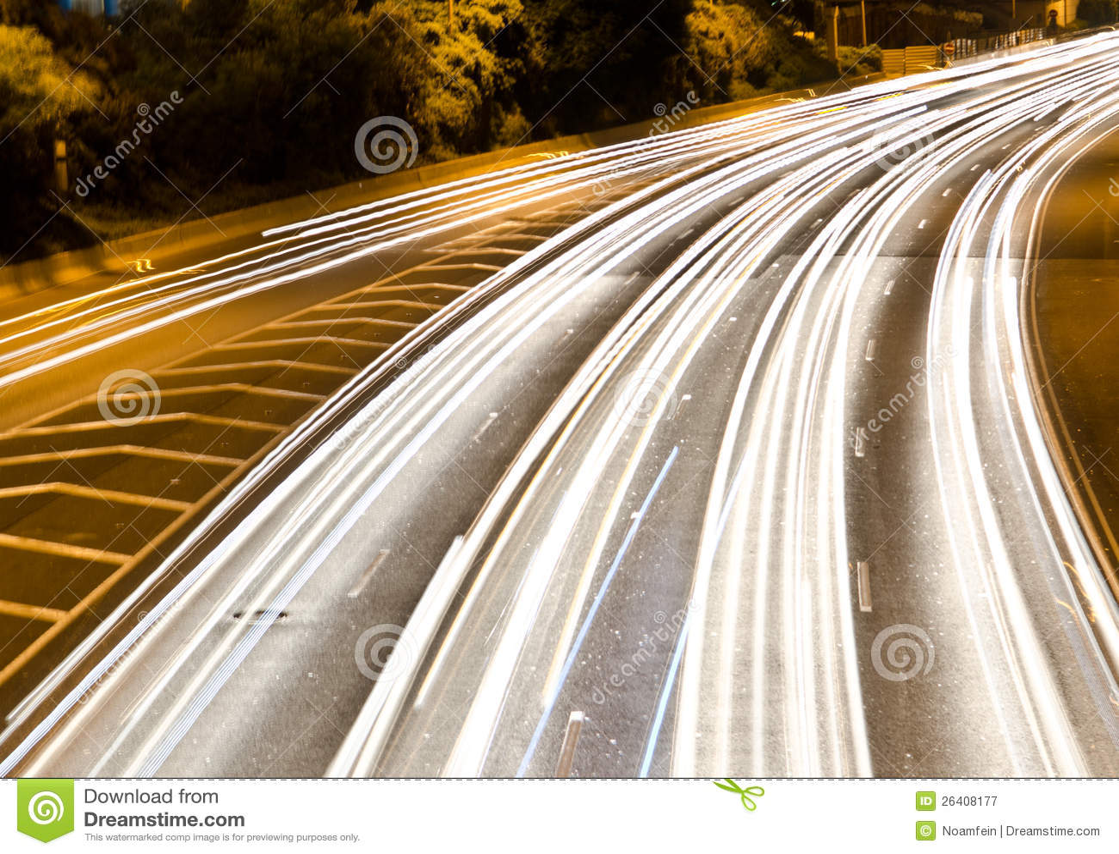Nighttimetrafik på en huvudväg