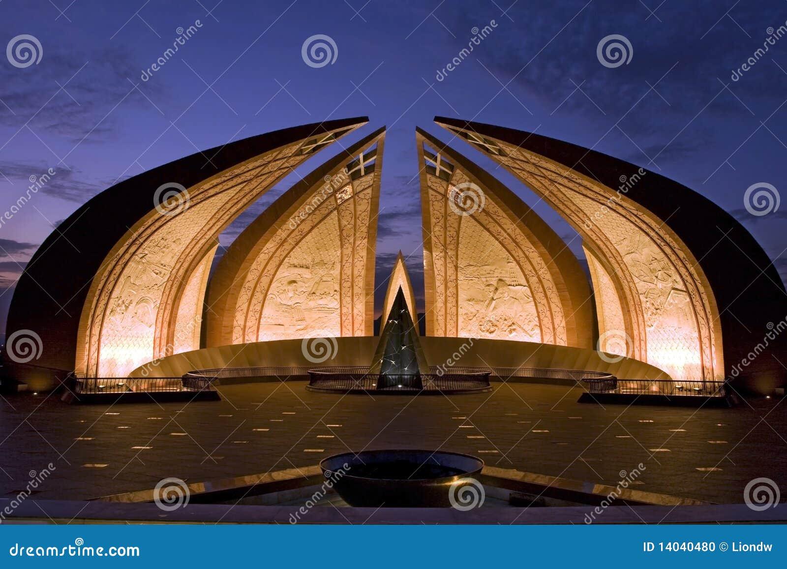 Nightview del monumento de Paquistán en Islamabad