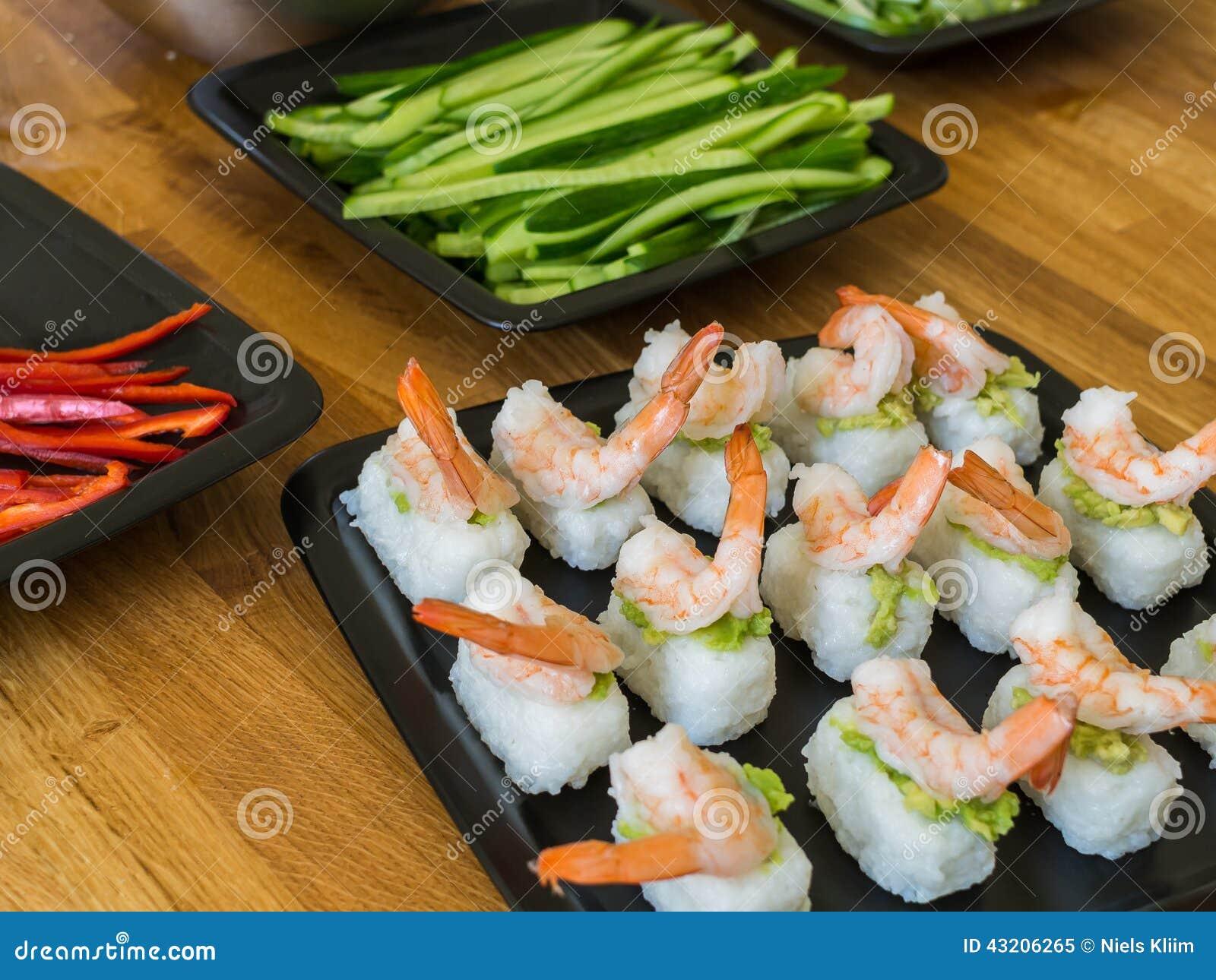 Download Nigiri sushi med räkor fotografering för bildbyråer. Bild av elegantt - 43206265