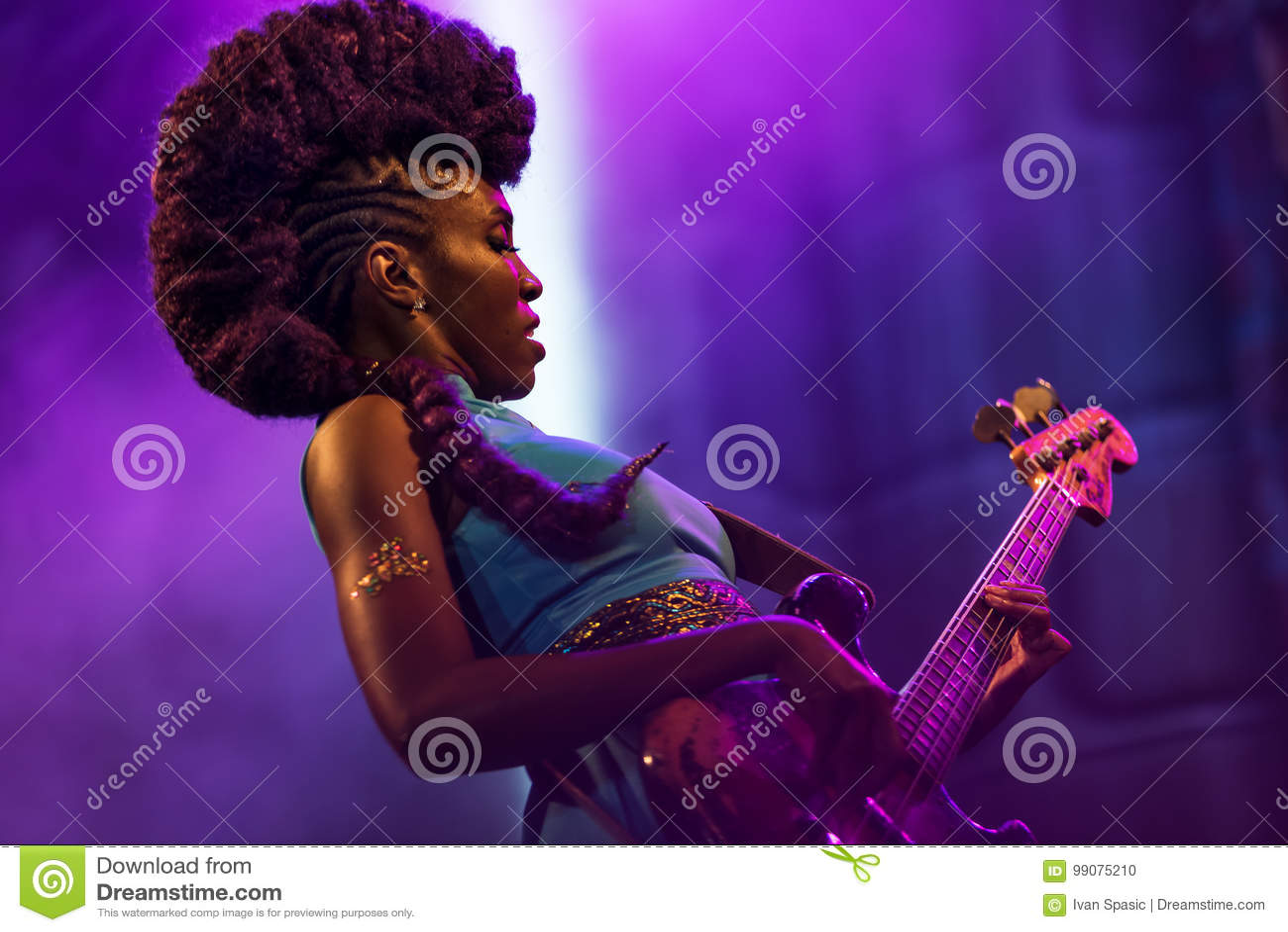 Nik West levend in Nisville Jazz Festival, 11 Augustus 2017
