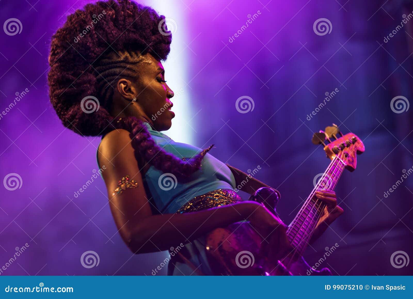 Nik West vivo em Nisville Jazz Festival, o 11 de agosto 2017