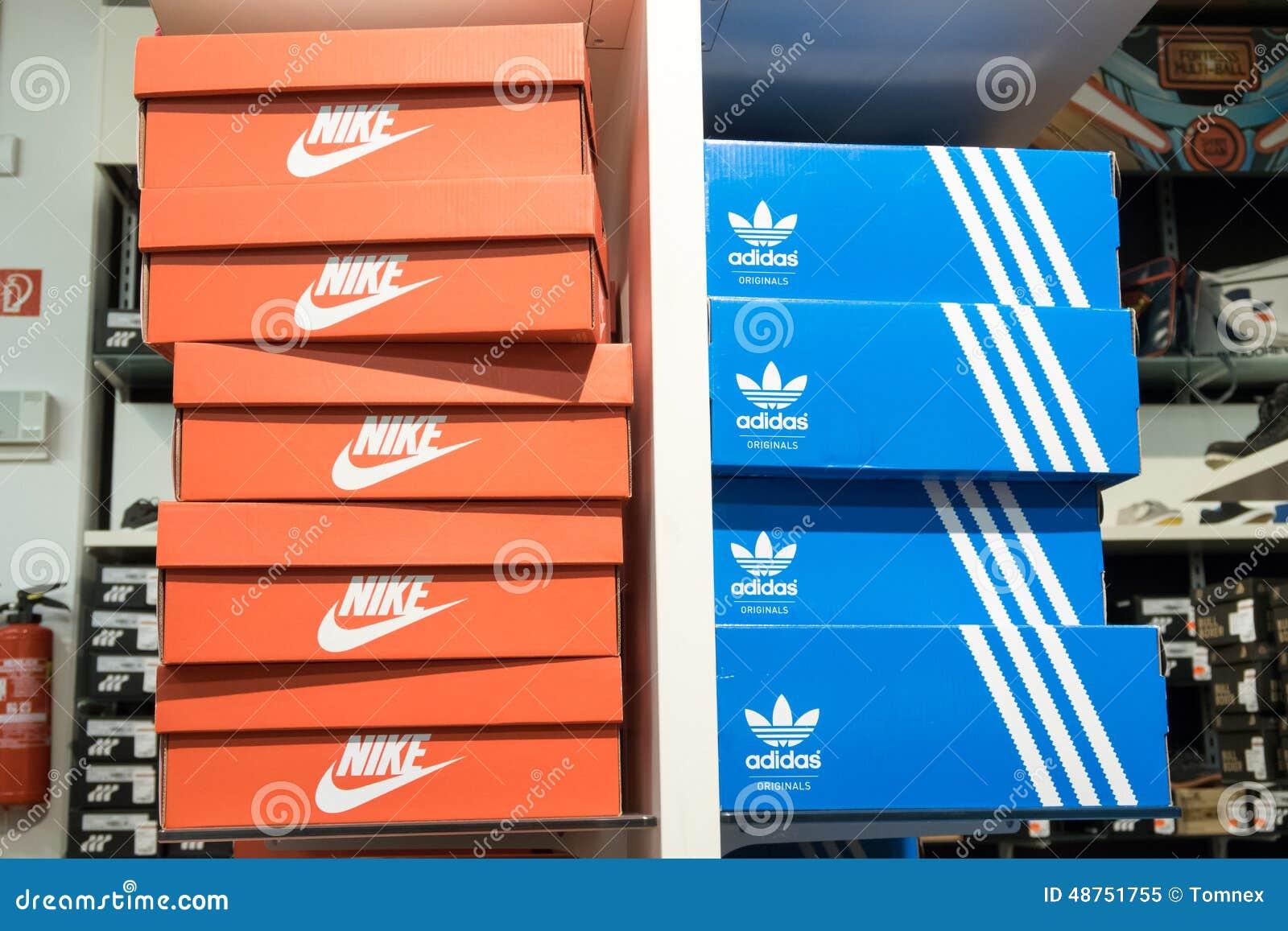 nike e adidas (immagine di nike, copyspace 48751755