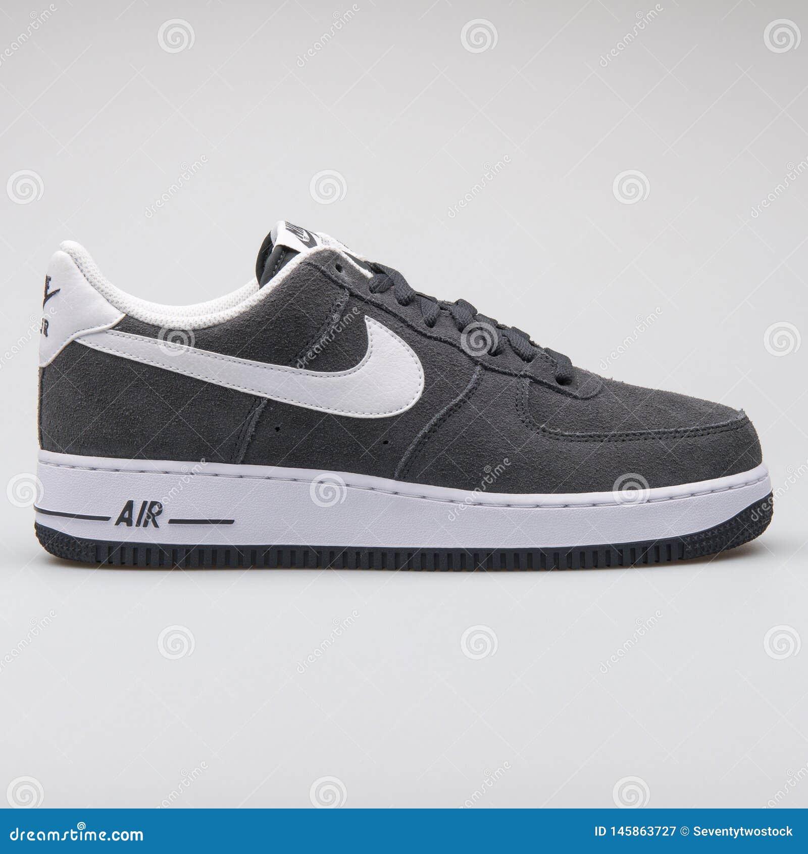Nike Air Force 1 Espadrille 07 Gris-foncé Photographie éditorial ...