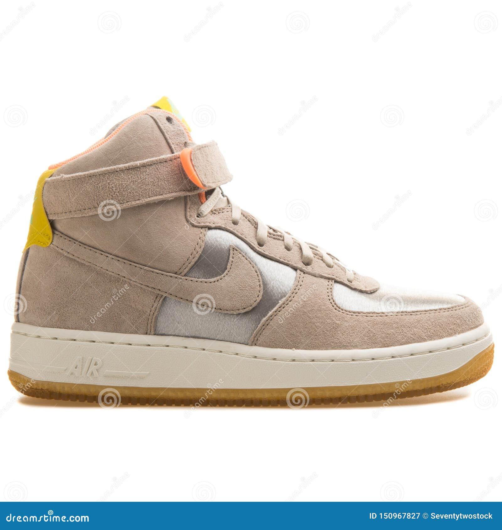Pensar en el futuro resistencia Viaje  Nike Air Force 1 High Premium Beige And Metallic Silver Sneaker Editorial  Photography - Image of life, nike: 150967827