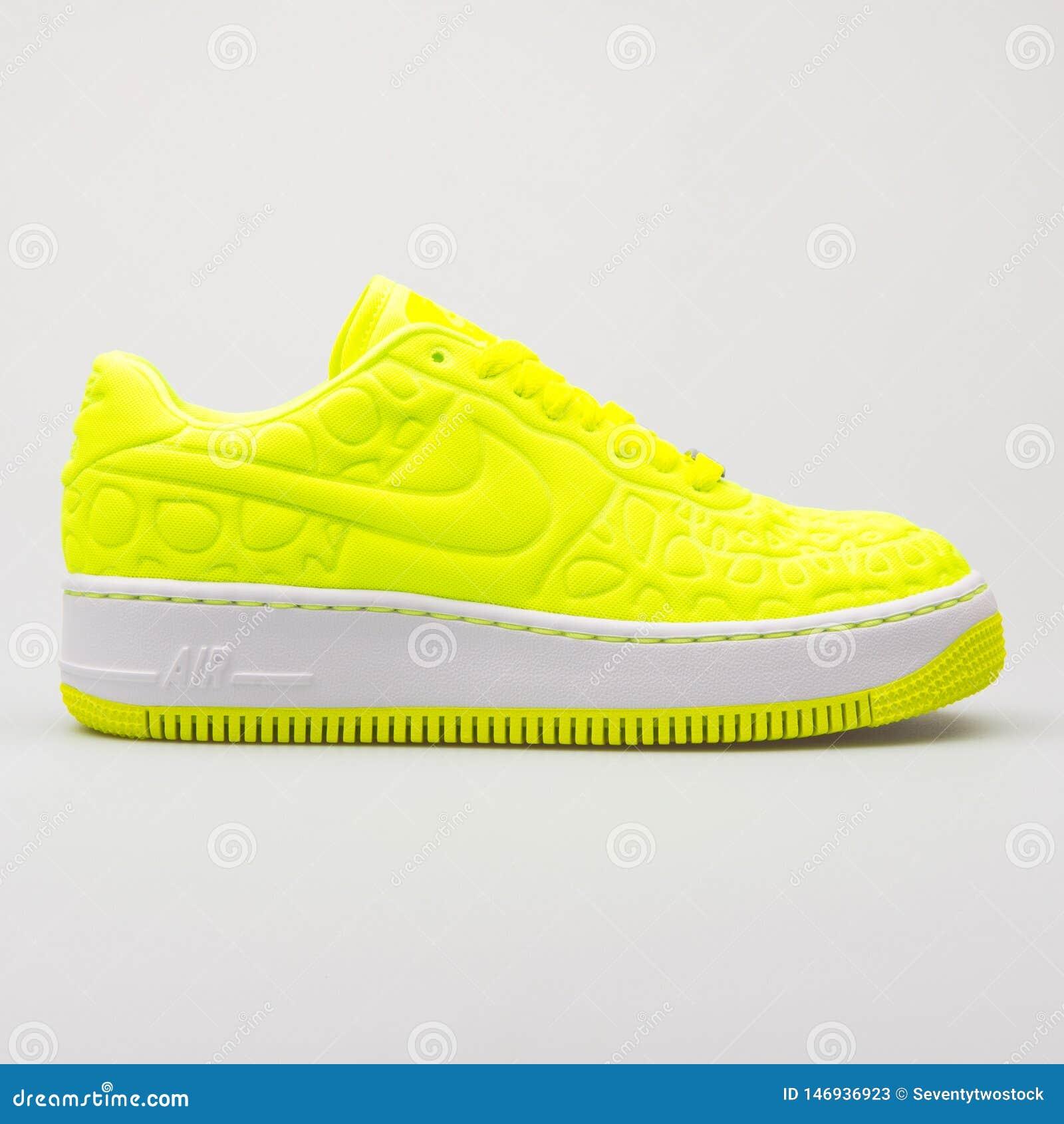 Nike Air Force 1 Upstep-de volt gele tennisschoen van SE