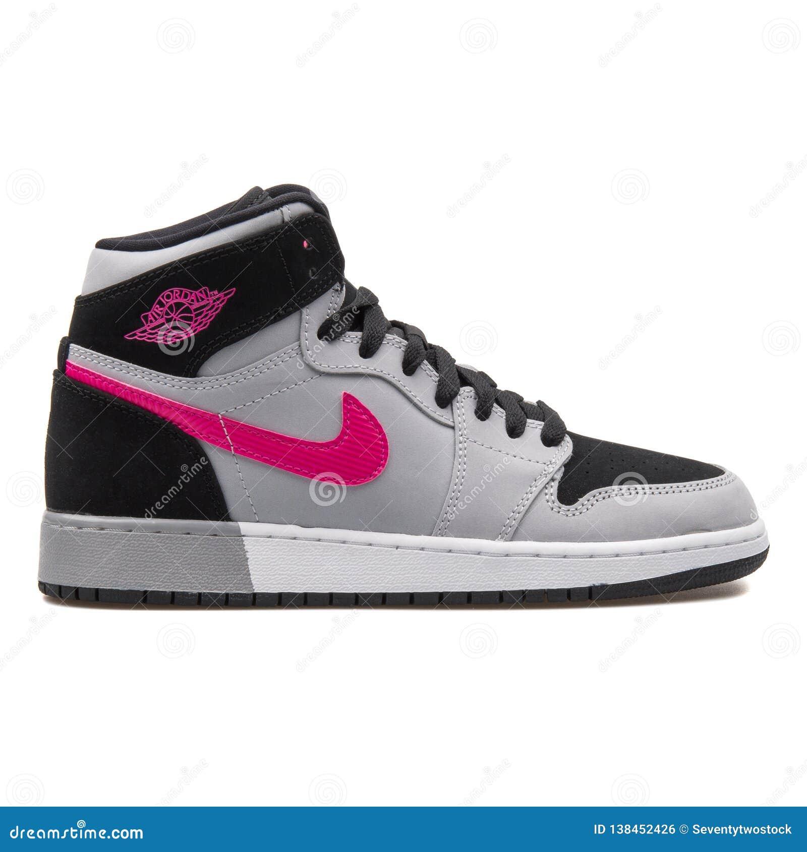 chaussures de sport d3678 3a41f Nike Air Jordan Espadrille Grise, Noire Et Rose De 1 Rétro ...