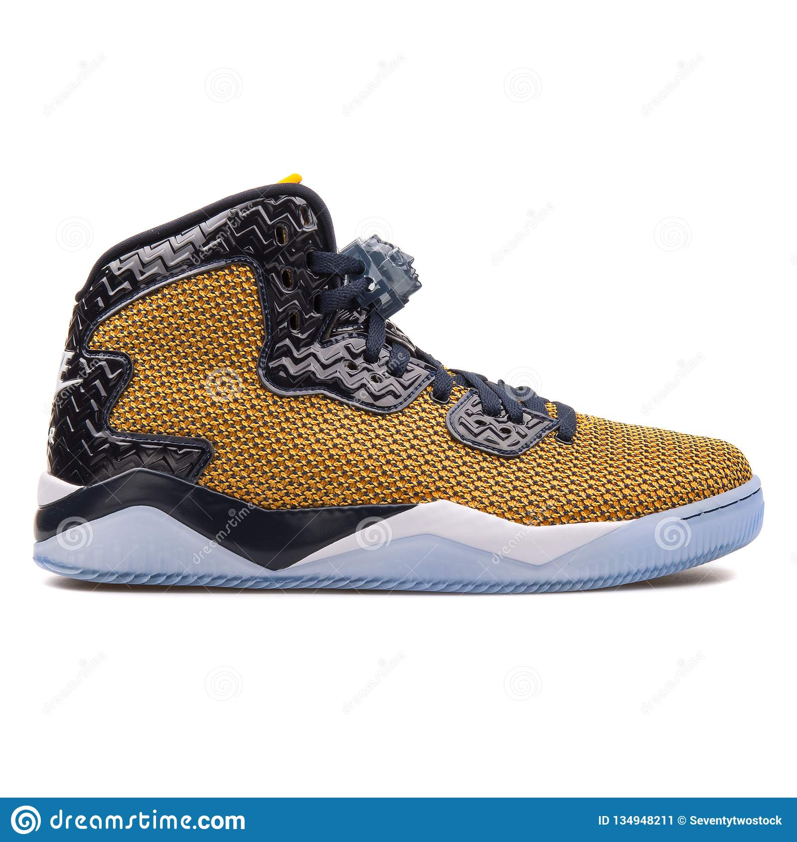 buy online 67a13 a5c15 Nike Air Jordan Spike Forty gold and navy blue sneaker