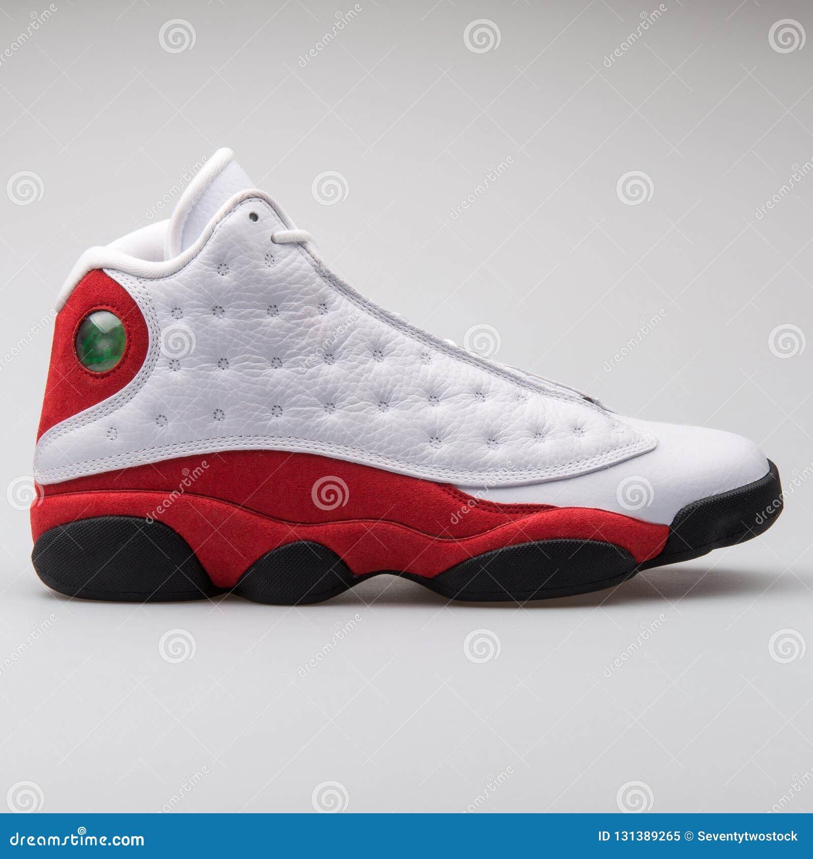 Nike Air Jordan Una Scarpa Da Tennis Bianca, Rossa E Nera Di  WXjvcB