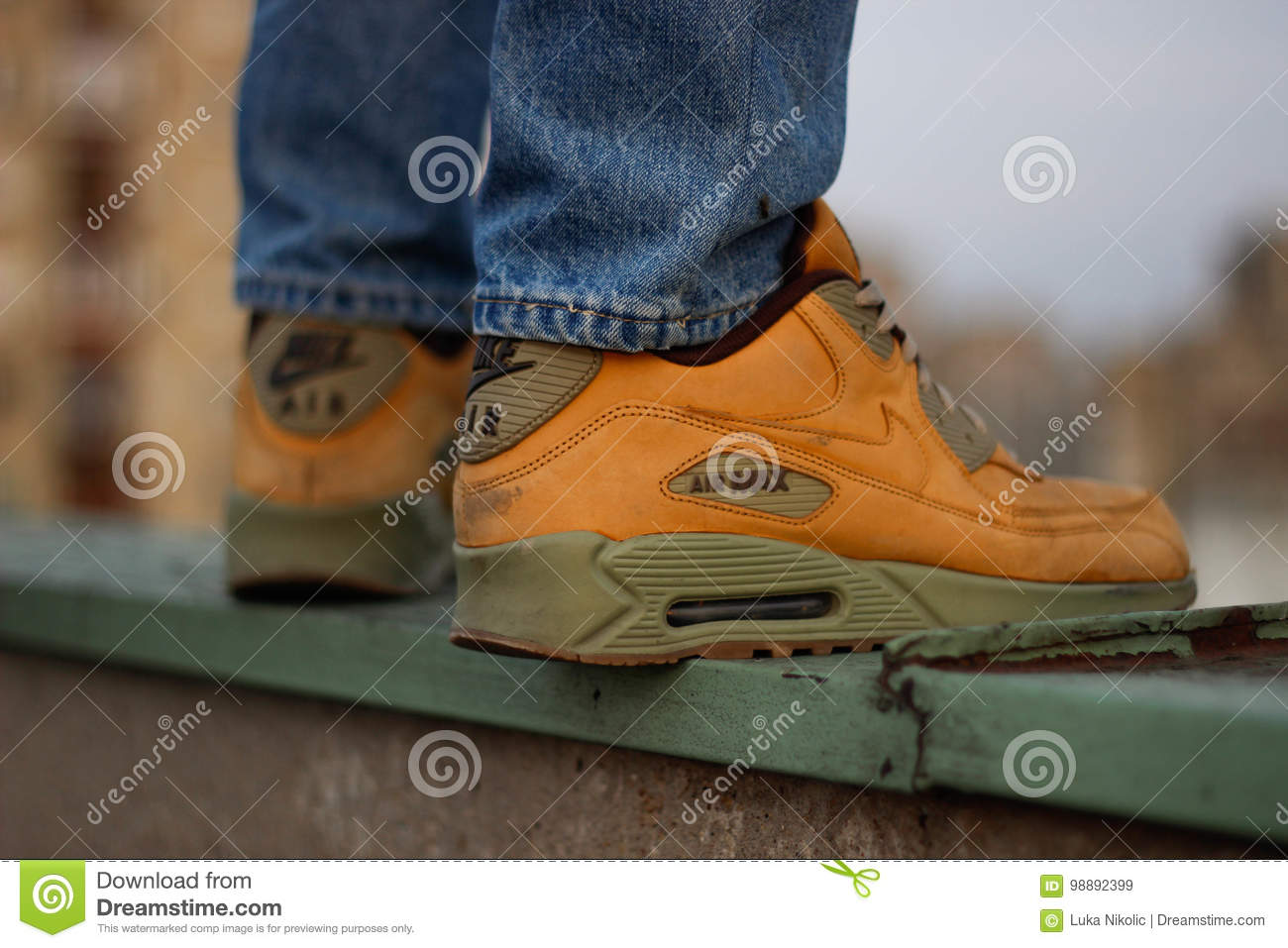 taille 40 018a7 b0856 Nike Air Max 90`s editorial stock image. Image of jeans ...
