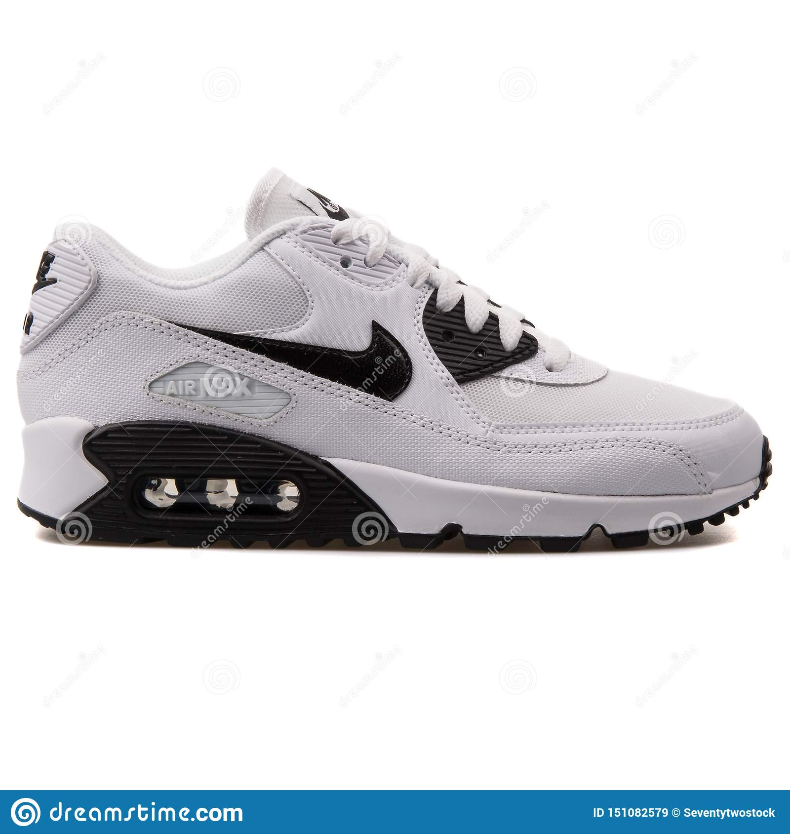 zapatillas blancas y negras nike