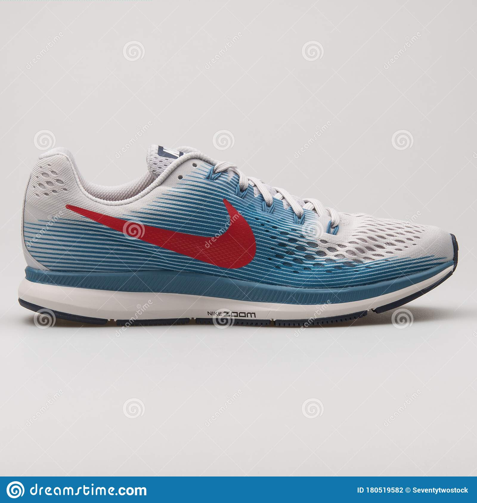 vídeo Centro de la ciudad Larry Belmont  Nike Air Zoom Pegasus 34 White, Blue And Red Sneaker Editorial Photography  - Image of kicks, lifestyle: 180519582
