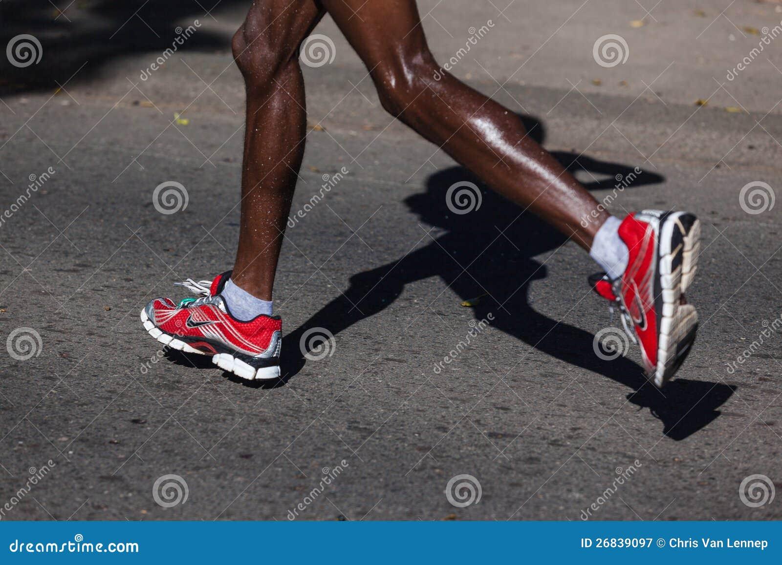 Immagine della foto dei pattini dei corridori di maratona dei camerati 35e8747c409