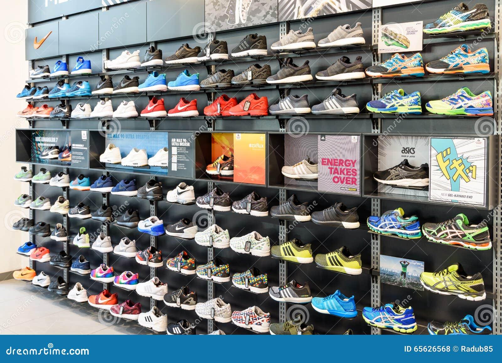 Nike Działający buty Dla sprzedaży W Nike Obuwianego sklepu pokazie