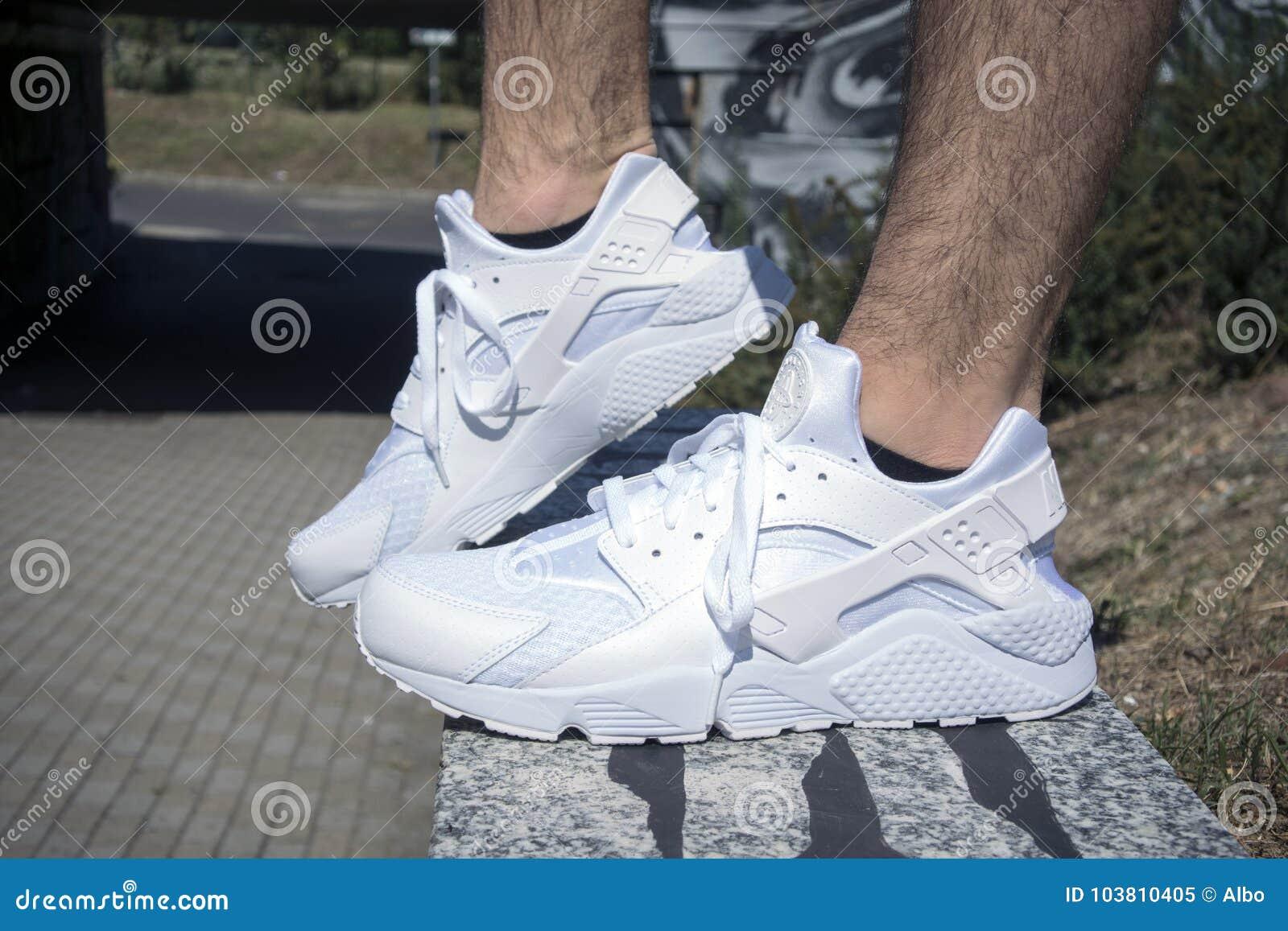 eae19be4b6c2 Nike Huarache εκδοτική εικόνα. εικόνα από μόδα