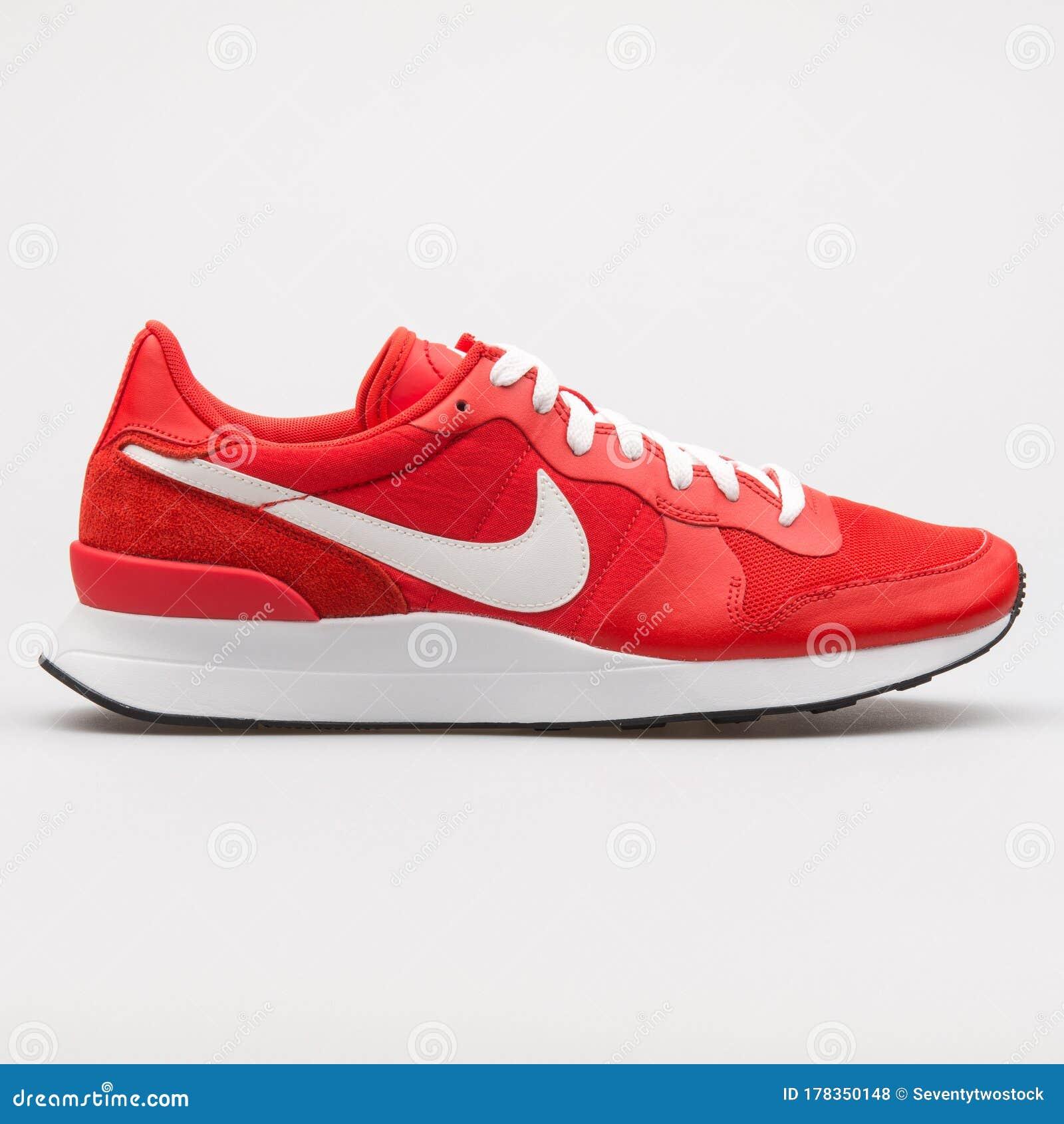 eterno Impresión precedente  Nike Internationalist LT17 Red And White Sneaker Editorial Stock Photo -  Image of mens, internationalist: 178350148