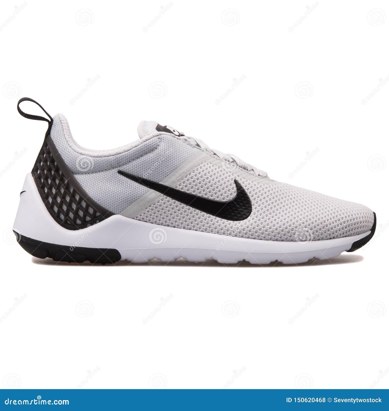 Constitución regimiento admiración  Nike Lunarestoa 2 Essential Platinum, Black And White Sneaker Editorial  Stock Photo - Image of back, nike: 150620468