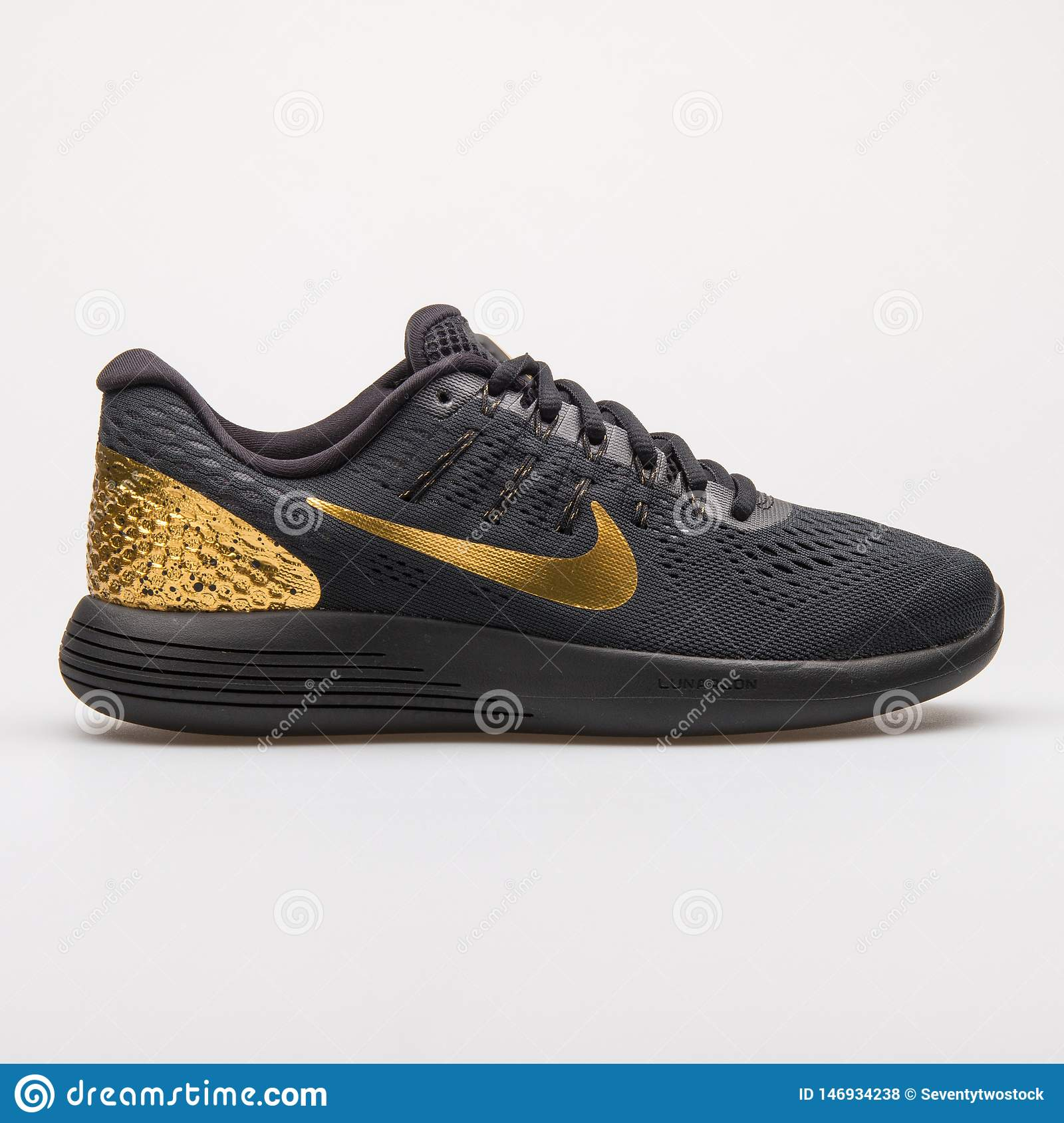 sports shoes 6a783 439ac Nike Lunarglide 8 LE black and gold sneaker
