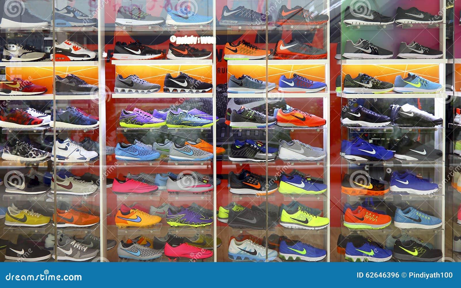 Nike ostenta sapatas