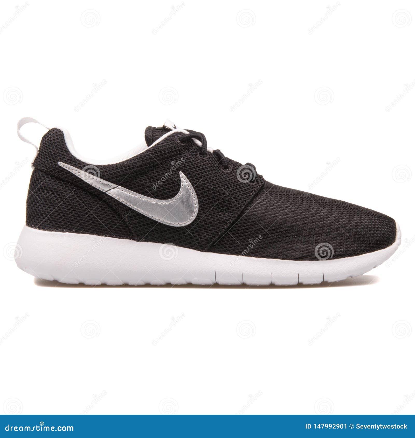 Nike Roshe One svart och metalliska f?rsilvrar gymnastikskon