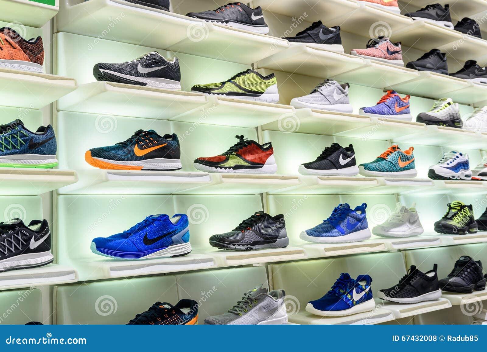 Display Running Foto De For Nike Shoe Store Shoes En Sale 0dwAzq7w